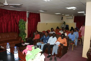 اربعين متدربا من الوافدين يشاركون في دورة ادارة الأومات (4)
